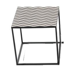 Bout de canapé géométrie